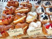 さくさくのパン生地に具材たっぷり♪芳ばしいパンが焼きあがる香りに包まれて、一緒に働きませんか?