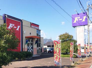 【店舗STAFF】\丹波市で長年愛され続けるパチンコ屋さん!!/常連のお客さんが多く、優しい人が多め♪アットホームな職場 ⇒ 働きやすさ◎