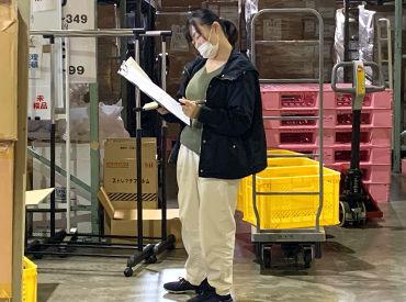 ↑倉庫内で検品作業をしています! 簡単なことから始めていきましょう♪ 頑張り次第で収入もスキルもUPできる環境です◎