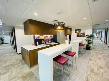 オフィスは神田駅、小川町駅、淡路町駅から徒歩圏内!周りには素敵な飲食店がたくさんあります☆*゜