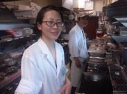 京成百貨店で共に働くメンバー! 女性4年目!と男性7年目!その他も男女多数♪の調理補助業務を御依頼!