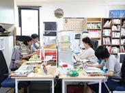 平均年齢20代後半の若さあふれる職場♪取材・執筆・校正など、編集の現場に触れられます☆社員へのステップアップもアリ