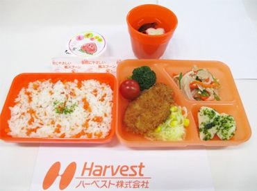 【出来上がったお弁当はコチラ♪】 業績拡大×食数増大→スタッフ大募集! 子ども達を笑顔にできる♪ 給食のお弁当を作ります♪