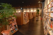 ≪本&漫画好きな方にオススメ☆≫ おしゃれな雰囲気♪本に囲まれた心地良い空間です☆
