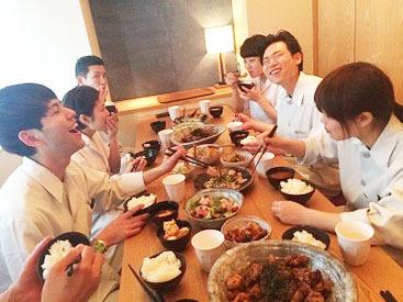 """まかないはみんな一緒に!ヘルシーでおいしい和食を囲んで、楽しく休憩しましょう。私たちは一緒に働く""""仲間""""を大切にします!"""