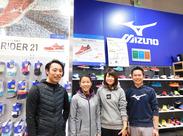 【新京極店】ウォーキング/ランニングシューズや機能ウェアを中心に、健康ライフスタイルを提案するショップです◎