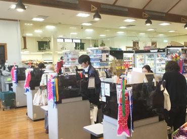【レジSTAFF】(社長 `ω´)ノ<学生は学業・サークル優先!!空いた時間に入ってくれれば、それで充分!!スタッフ思いの優しいお店です♪*゜