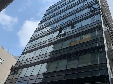 仕事はカンタンな窓ふき・清掃◎ 先輩が優しく面白く教えてくれるので、ご安心ください★