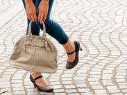 シンプルだけど可愛いデザインが好評なレディースバッグの販売のお仕事です♪。* 長期・短期どちらも大歓迎!