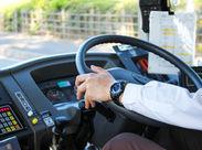 シニア&女性ドライバー活躍中◎学歴年齢問わず大型免許があれば誰でもお仕事OK♪※写真はイメージです。