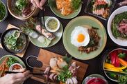 まるで海外旅行にきたみたい!モンスーンカフェでは、本格エスニック料理を提供しています★異例の食事付面接あり♪
