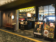 """▼昨年秋にオープン! 世界が認めた、本格ピッツアが大人気の""""DA BOCCIANO!""""★まるでイタリアの街頭のような雰囲気♪"""