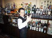 ↑私が面接官です(※優しいと評判) 『未経験で不安…』 ⇒お酒の知識が全くなくても大丈夫!  皆さんをスグに一人前にします◎