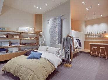 上質な自社生産の寝具を お客様にご紹介するお仕事です。 週2,3日だから、家庭やプライベートも 大事に働けますよ♪
