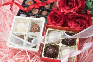 【スイーツ販売】バレンタイン♪ホワイトデー♪ピッタリの商品は…どれ??かわいいバラ型チョコレートの販売Staff★*◎稼げる!高時給1600円◎