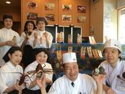 お寿司屋さんで働きませんか!! 学生さん・フリーターさんからWワークまで、 本当に色々なスタッフが活躍中★