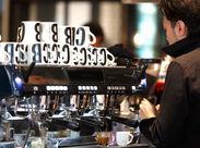 カフェは専門店に負けないこだわりよう。 本格エスプレッソマシンでバリスタ修行もできますよ!!