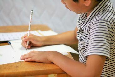 """【教員】●[手話を使う子ども]を育てよう●<日本でココだけ>共通言語は""""日本手話""""。手話を第一言語とする教職員が活躍中♪"""