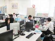 ▲広島事務所の様子です! 明るく、キレイなオフィスなので快適に過ごせます♪ 幅広い年代の男女スタッフ活躍中◎