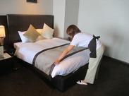 ベッドのシーツを取り替えたり、アメニティの補充をしたり… 流れを覚えてしまえば、どなたでもモクモクと作業できます★