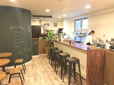 店内にフワッと広がる、珈琲のいい香り +。 狛江市の地域コミュニティの交差点に♪ 学生さん・フリーターさん・主婦さん活躍中!