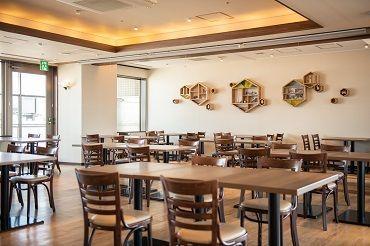 歩いても旭川駅から3分あれば到着◎ 通勤にも便利な立地です♪ 去年2月にオープンしたばかりの、まだ新しいレストランです!