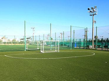たくさんのお客様が来場する、広々とした施設です。スポーツ好きの方は、趣味をそのまま仕事にできますよ♪