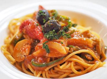 。:+*ピザ・パスタ・ドリアetc*+:。 おいしいまかないが無料なのも魅力POINT♪ 好きなものをお腹いっぱい食べてね!