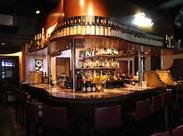 落ち着いた雰囲気の店内がPOINT♪お酒やカクテルの知識も身につきますよ!