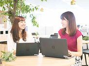 <リニューアルしたてのオフィス>おしゃれな木が植えられていてリラックス効果抜群◎ 自然と笑顔も増えちゃいます♪