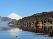 当社は箱根芦ノ湖の湖畔にて、ホテル、レストラン、売店などの観光業で躍進する「小田急箱根グループ」の会社です。