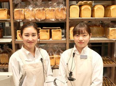 1階はパンの販売、2階はCafeスペース♪ 1階では「カフェをご利用でしょうか?」と伺い お客様をご案内します★