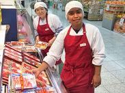 お肉を計量し、値段シールを貼ってお渡しするだけ♪ 慣れるまで先輩スタッフがサポートします◎