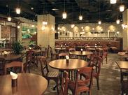 バリの南国ホテルをイメージしたモンスーンカフェ♪ 未経験OK!毎月時給UPのチャンスあり★ すぐに稼ぎたい方にもオススメ◎