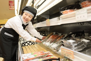 【水産スタッフ】旬のお魚を彩り良く盛り付けられるようになる!未経験歓迎★シフトの相談◎プライベートを大事にできますよ!