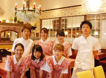 【店舗STAFF】*赤&白のチェックの制服が可愛い*\ココだけのポイントあり/◆マルイ内で使える割引あり◆メニューの商品が[50%]OFF