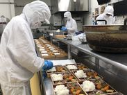 並べたお弁当箱に、お惣菜を詰めていきます! 最初はかぼちゃ、次はひじき、その次はご飯…と自分の段取り&ペースで行えます♪