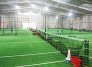 <テニス好きさん必見★>空いたテニスコートがあれば、使っていいことも◎室内のスクールだから、季節に関係なく快適◎