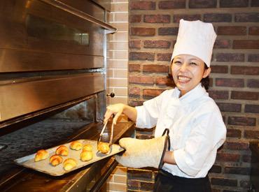 【レストランstaff】≪焼き立てパンに囲まれてお仕事≫★友達と応募OK♪★シフト融通ばっちり!★バイト未経験さんも安心のサポート体制!