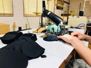 【ミシン縫製スタッフ】身近なデパートで並んでいる大手化粧品会社「パフ」を作っている当社♪ショッピング中に家族・友人に自慢できちゃいます♪