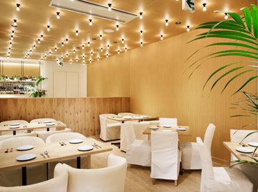 アジアンな雰囲気漂う店内♪ ハーブとおいしいお料理の香りに包まれて、働きながら元気がでちゃう!