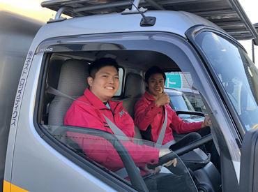 運転はありません♪ 移動中は助手席に座っていればOK◎  家具は2人で協力して運ぶので、 想像しているよりも簡単です!