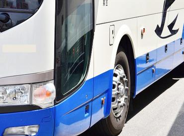 【高速バスの発着案内スタッフ】<ようこそ・おかえり!北海道★>空港からバスに乗る方に発着のご案内をするお仕事!【4週8休】のシフトです◎