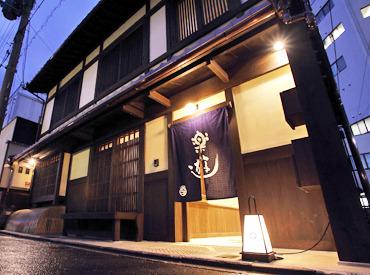 【京町家 旅館STAFF】京町家風の館内に、最新設備♪『モダン×伝統』を楽しめる旅館です*スタッフもおっとり派多数◎⇒研修は優しくお教えします♪