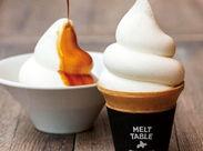 自家製焙煎コーヒーを淹れたり、ソフトクリームを巻いたり…♪オシャレなお店で憧れのカフェ店員になりたい方、大歓迎!