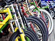 """幅広い年代の方が訪れる""""サイクルベースあさひ""""!お話を聞きながら、一緒に自転車を探していきませんか?"""