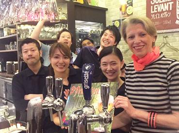【ビアカフェStaff】。+海外初出店も★ブリュッセル発ビアカフェ+。フリーター・学生歓迎!髪アクセ自由◎外国人多数≫英語も使いながらワイワイ♪