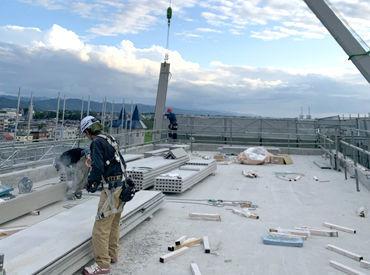 ↑実際に働いてる様子がコチラ↑ 天気が良い日は屋上からの景色が見れるかも⁈ 重たいものはクレーンを使うので安心♪