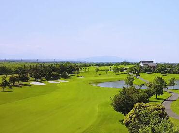 海沿いのキレイなゴルフ場です◎ 毎日絶景を眺めながら程よく体を動かし、健康的に働きましょう♪