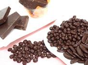 人気の一口ミルクチョコ/麦チョコなどを作るチョコレート工場でのお仕事です♪ほんのり甘~い香りに囲まれてお仕事◎